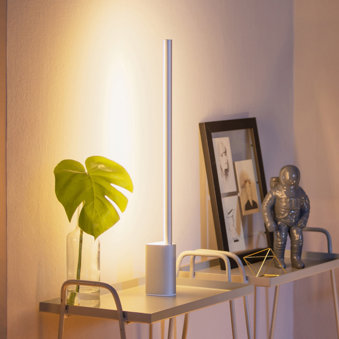 Philips Hue LED-Tischleuchte Signe, Aluminium, silber, White and Color Ambiance